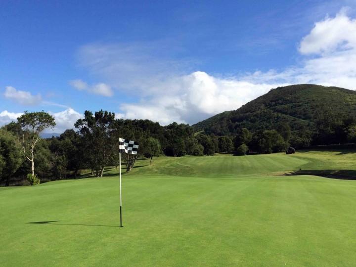 batalha_golf_course_azores_view_hills_behind