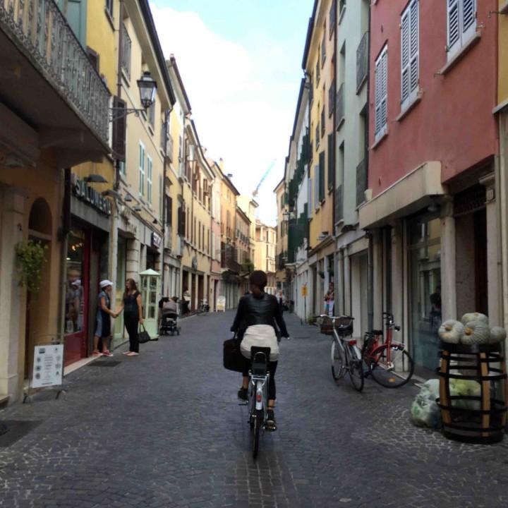 biking_streets_mantua_italy