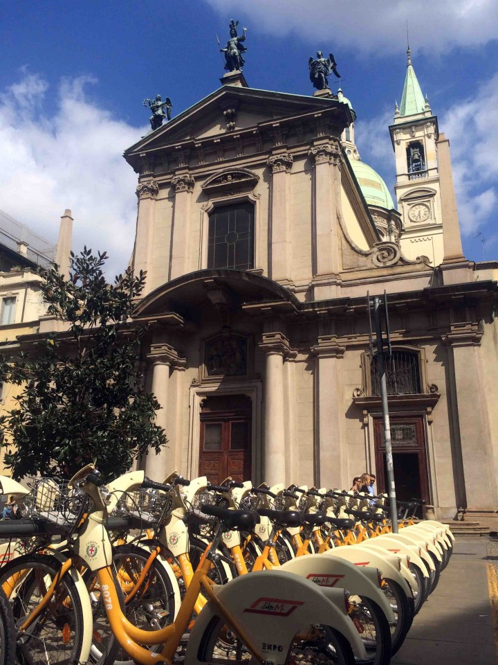 church_bikes_milan_italy