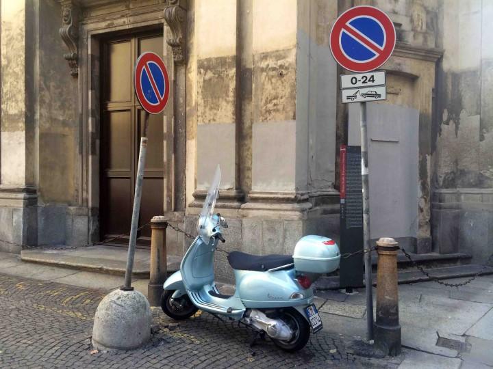 corner_vespa_milan_italy