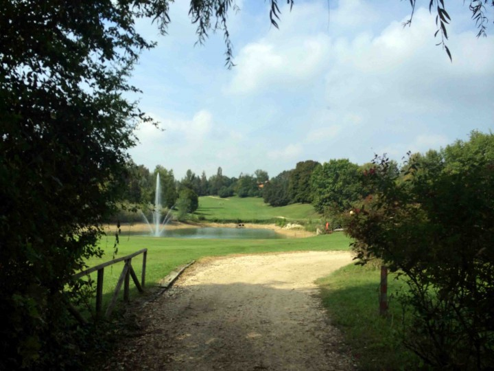 entering_8th_golf_club_bologna