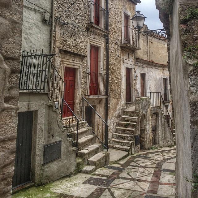 gargano_medieval_streets_italy