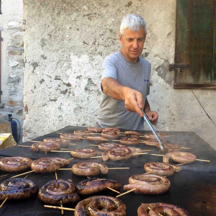 gent_flipping_sausages_sagra_dei_crotti_chiavenna_italy