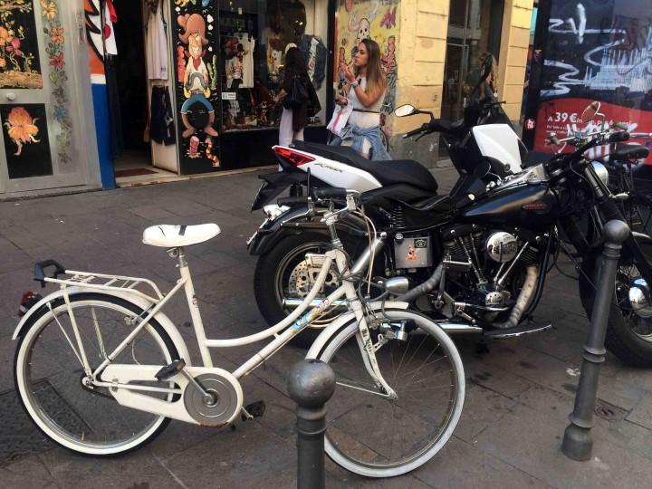 graffiti_bikes_milan_italy