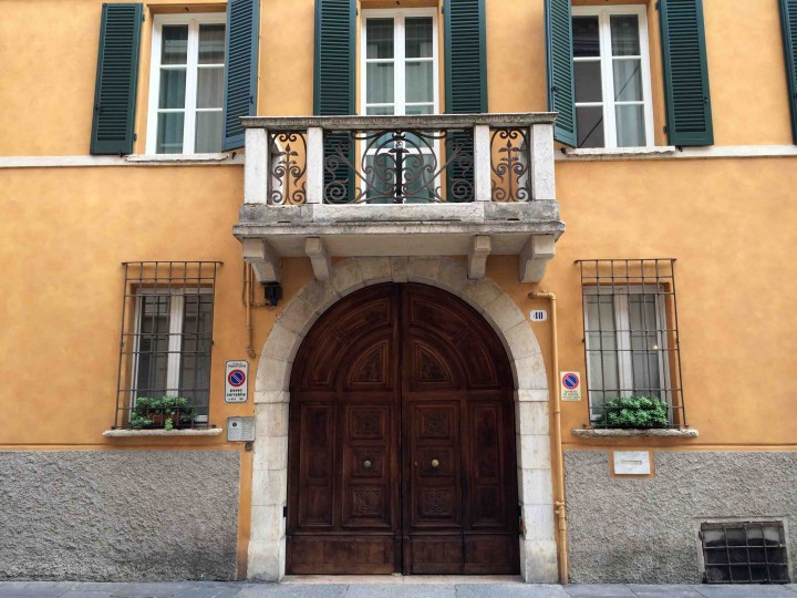 old_doors_mantua_italy