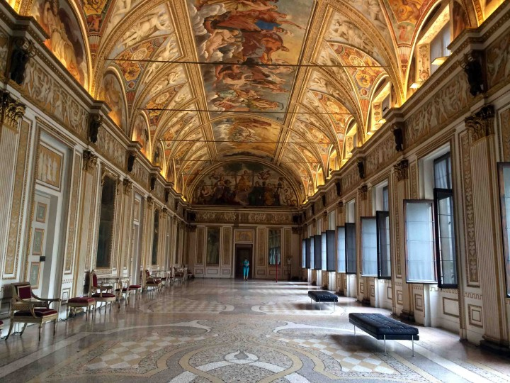 opulent_hall_ducal_palazzo_mantua_italy