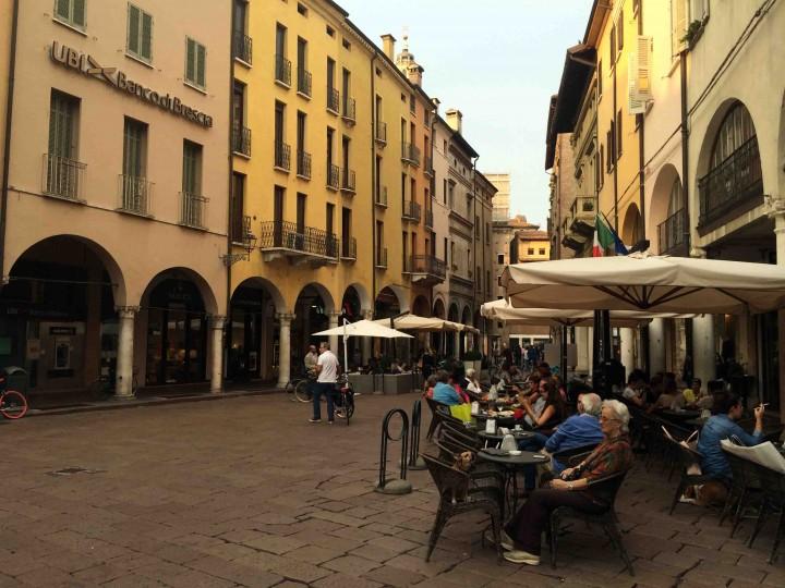 patio_life_ducal_palazzo_mantua_italy