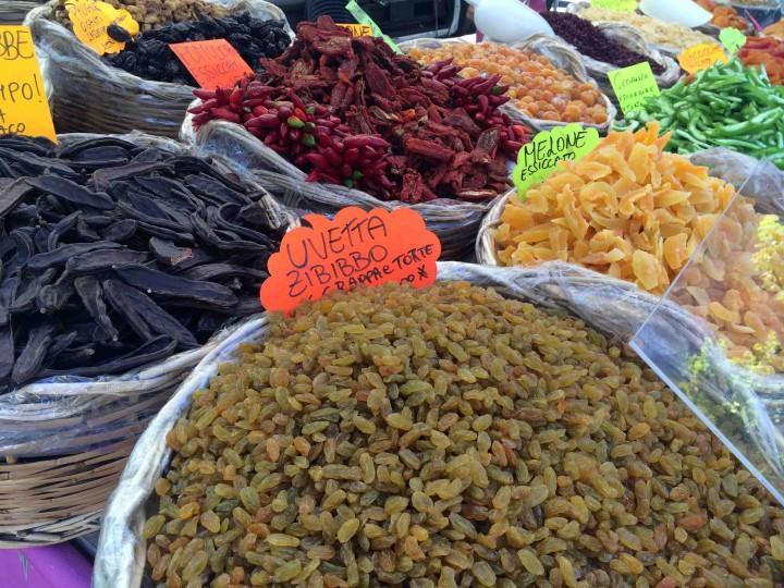 produce_for_sale_sagra_dei_crotti_chiavenna_italy
