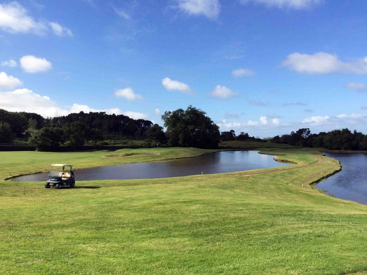 surreal_batalha_golf_course_azores