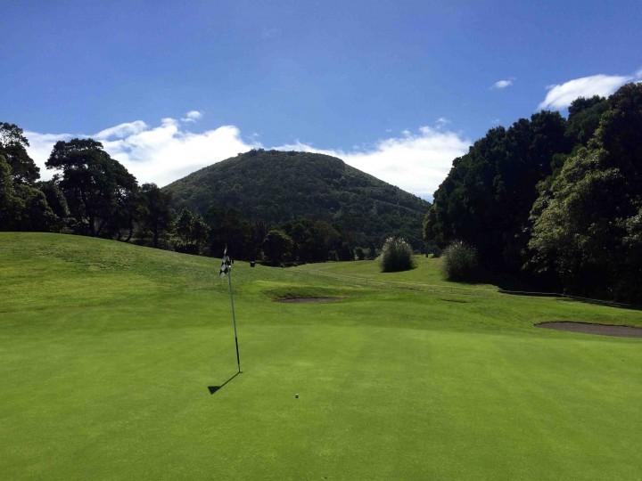 surrounding_hills_batalha_golf_course_azores