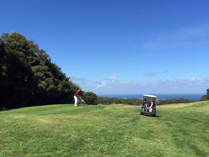 teeing_off_into_ocean_batalha_golf_course_azores