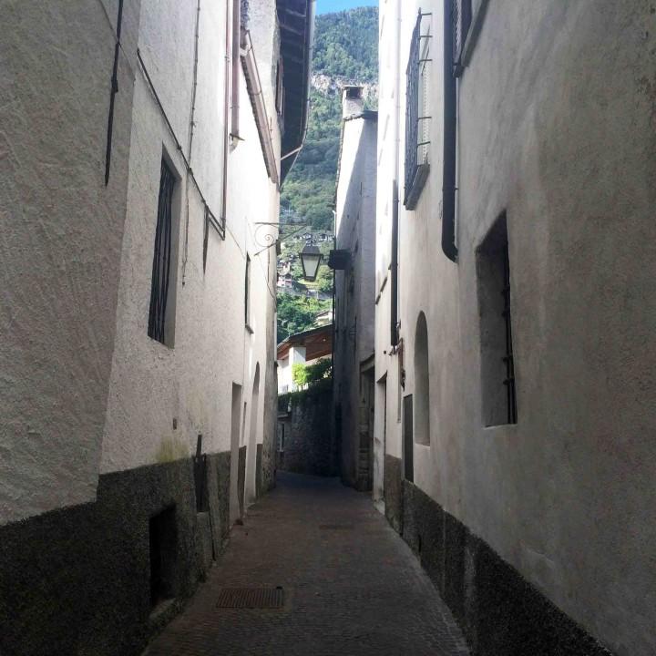 very_narrow_lanes_sagra_dei_crotti_chiavenna_italy