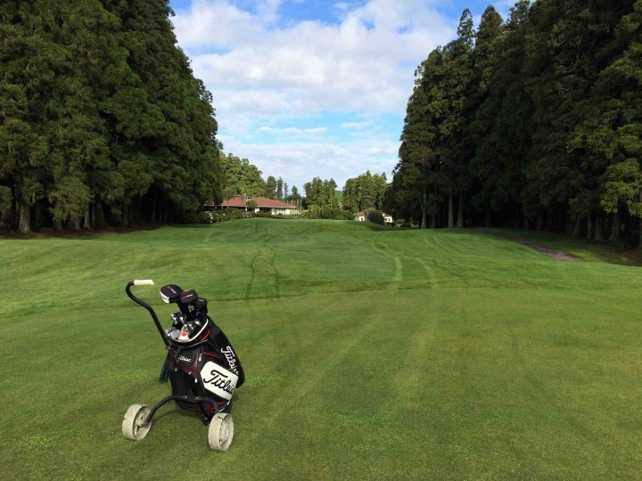 walking_furnas_golf_course