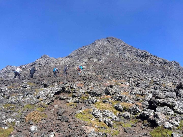 climbing_top_mount_pico_azores