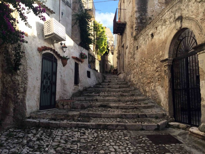 cobble_stone_steps_peschici_italy