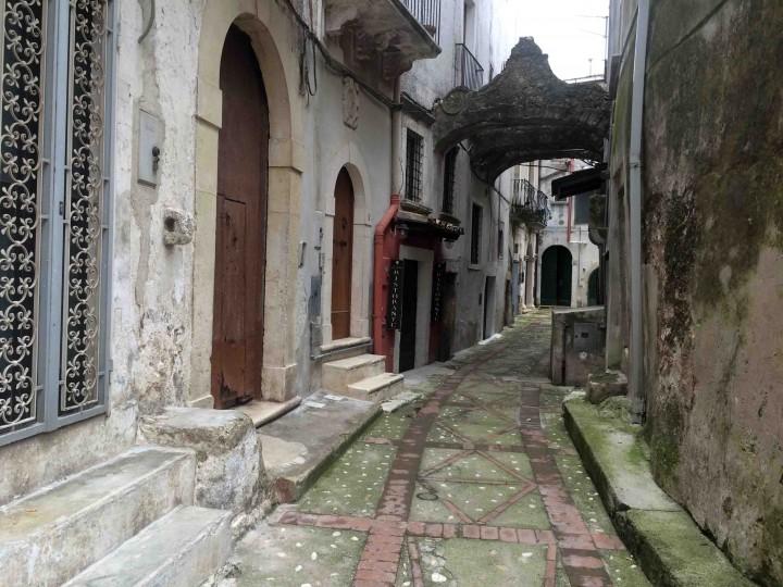 curved_street_vico_del_gargano