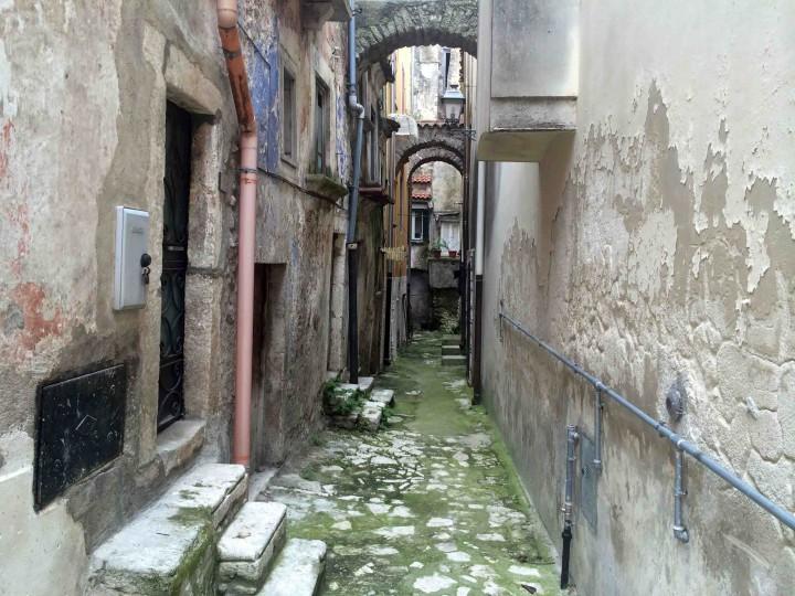 narrow_lanes_vico_del_gargano