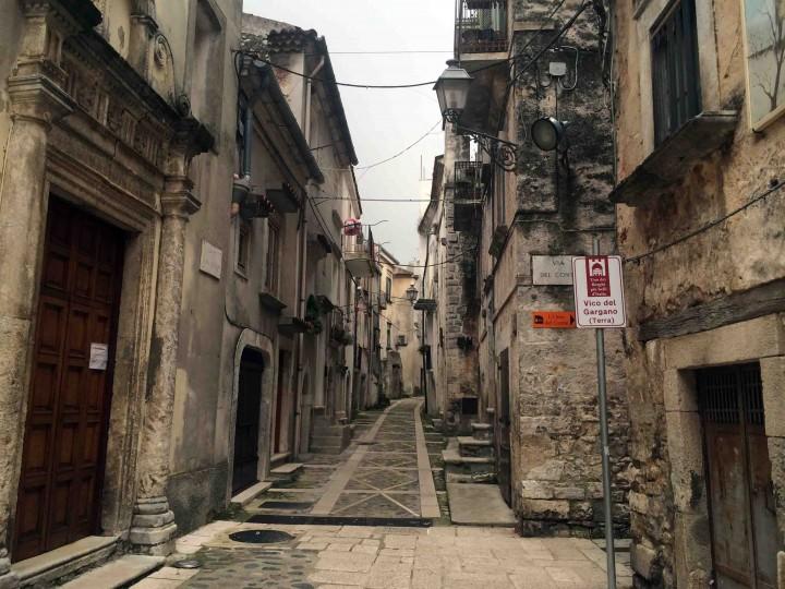 narrow_streets_vico_del_gargano