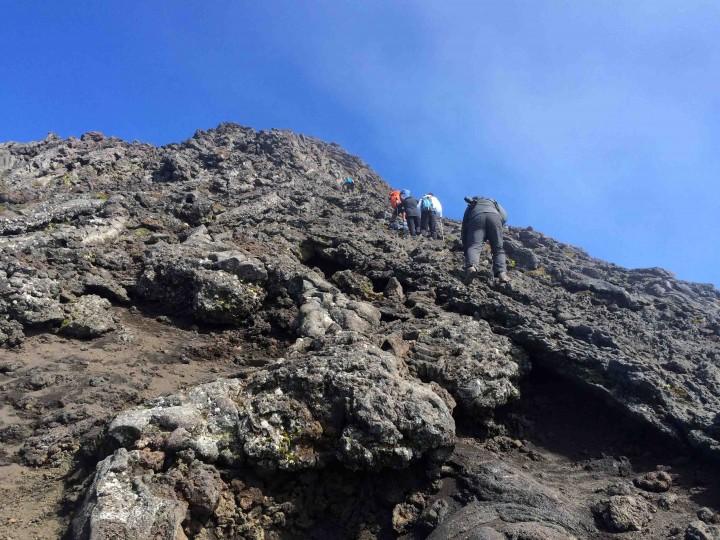 summit_climb_mount_pico_azores