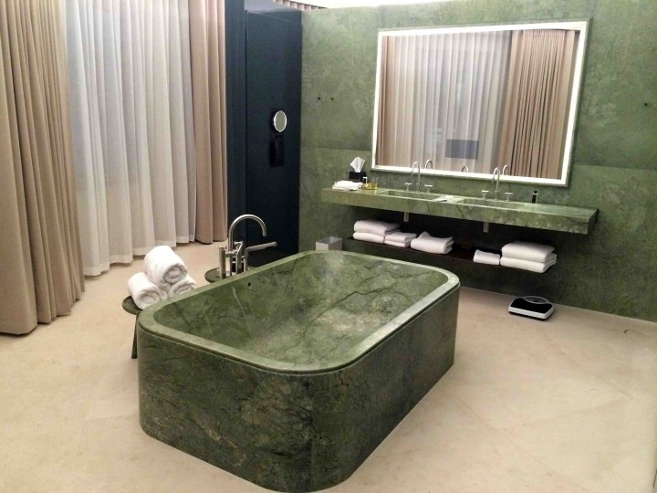 green_marble_tub