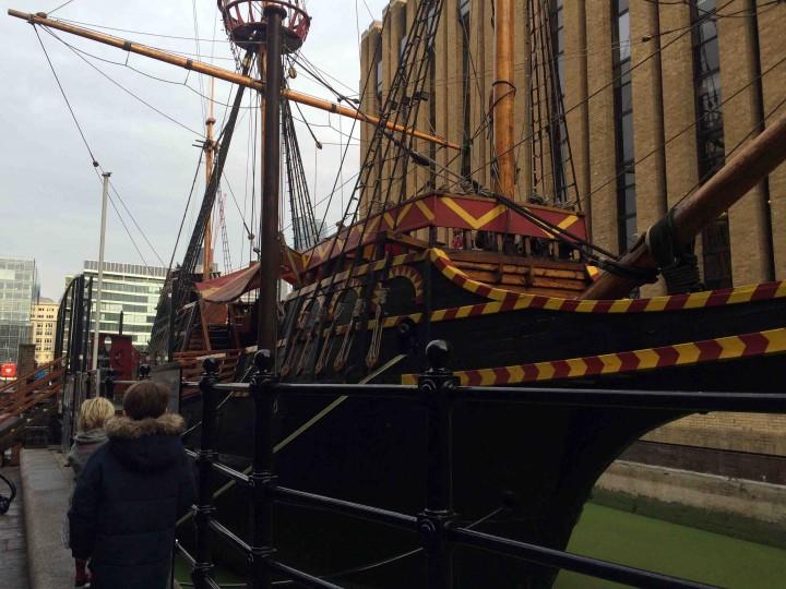 kids_boat_london_england