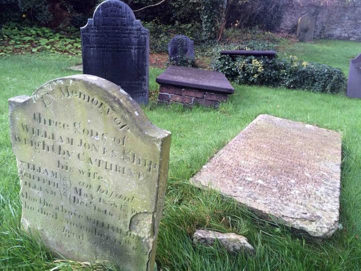 medieval_graveyard_conwy_wales
