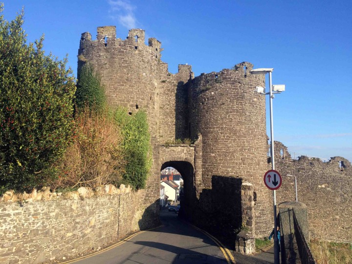 outside_walls_town_conwy