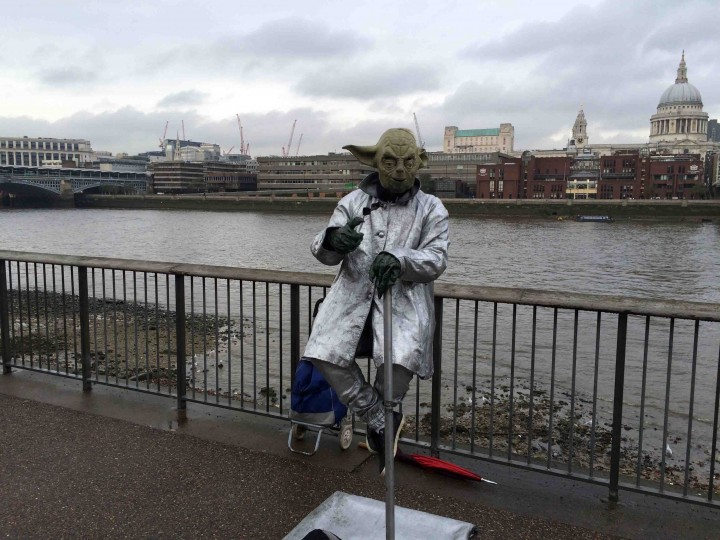 yoda_river_thames_buskers_england