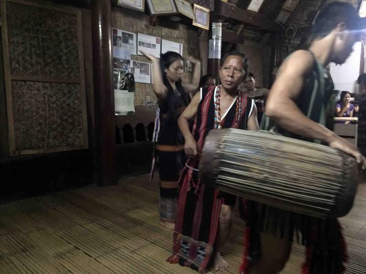 dancing_bho_hoong_vietnam