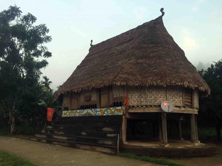 long_house_bho_hoong_vietnam