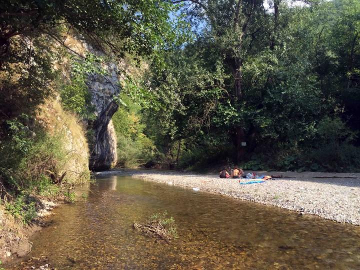 enjoying_gradac_river