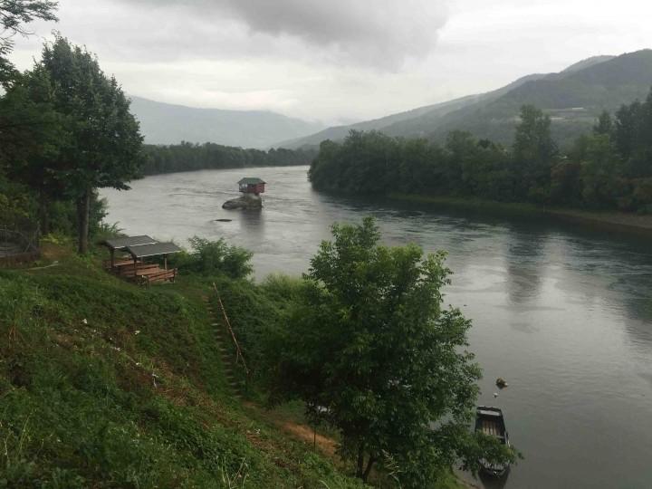 house_drina_river