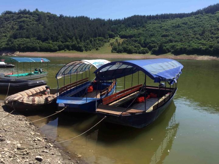 boats_uvac_river